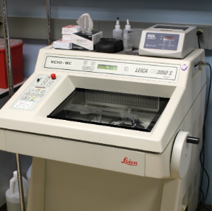 Leica Cryostat in the MIC sample preparation lab.