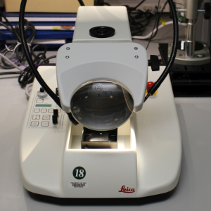 Leica Vibratome in the MIC sample preparation lab.
